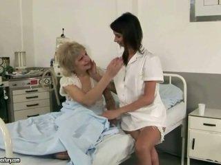 Armas meditsiiniõde loves granny