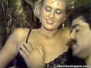 Dewasa men involving besar roosters screwing erotis female