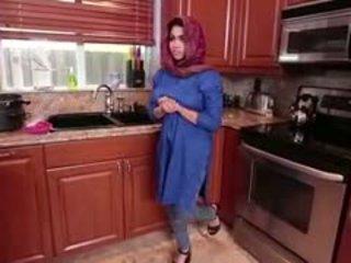 Arab brünett teismeline ada gets filled