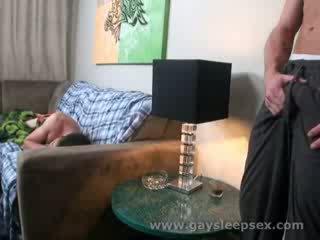 Guļošas roomate woken augšup līdz seksuāls situācija