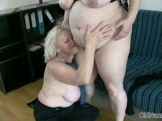 Si rambut perang nenek loves having lesbian seks