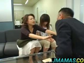 Miki yoshii y mamá mouths follada por men