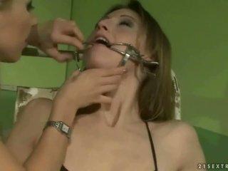 Schulmädchen punishing ein slavegirl