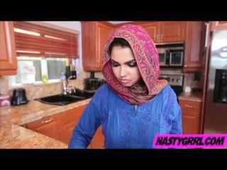 Hijabi ragazza ada has a succhiare pene e obey