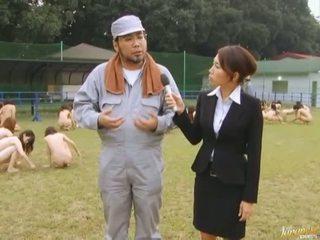 Japonez av model forțat pentru suge