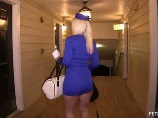Сексуальна повітря hostess gets трахкав
