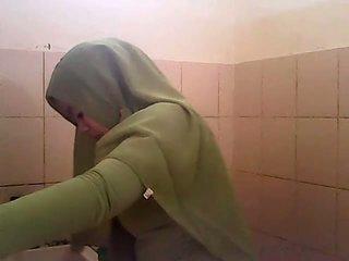 Spionering gagal jilbab hijau
