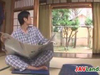Σέξι ιαπωνικό νοικοκυρά με μεγάλος βυζιά