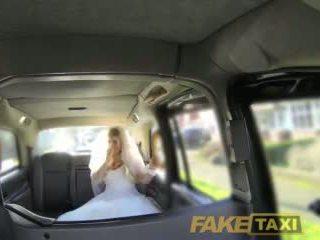 Fake taxi runaway pengantin perempuan needs besar zakar/batang