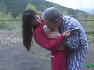Aziýaly gyz getting her amjagaz licked and fucked by old man gutarmak to göt daşda at