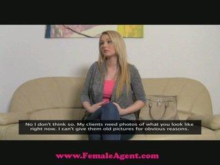 Femaleagent suuri breast valu
