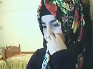 Hijab বালিকা দেখাচ্ছে পাছা উপর ওয়েব ক্যামেরা arab যৌন টিউব