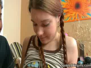 Nina liked hvordan den hingst playeed med henne brystvorter.