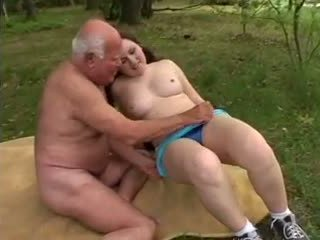 Grand-père mireck - une baise en la forêt, porno a8