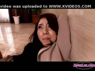 Aziatisch meisje in panty getting haar arms tied poesje fingered