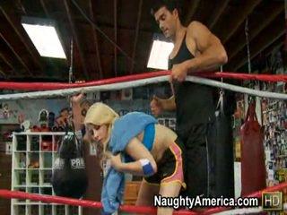Mahtava madison ivy thanks hänen trainer sisäpuolella the nyrkkeily ring mukaan giving häntä the kuuma helvetin ja imevien.