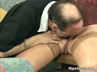 Divorced BBW with big tits sucks