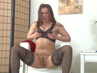 Real Hot Mom Bating with Hitachi Sex Toy, Porn e6
