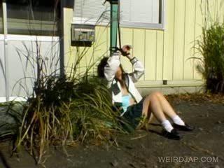 Ασιάτης/ισσα κορίτσι του σχολείου shows μαλλιαρό μουνί