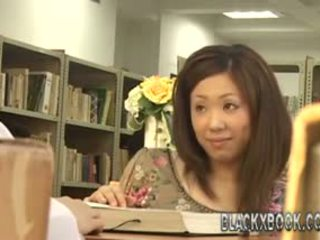 Japonez having distracție în the tabel