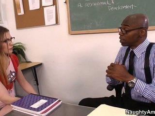 Discussing cô ấy grades