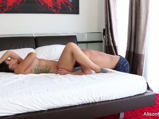 Alison tyler gets 她的 紧 的阴户 性交 在 床: 高清晰度 色情 89