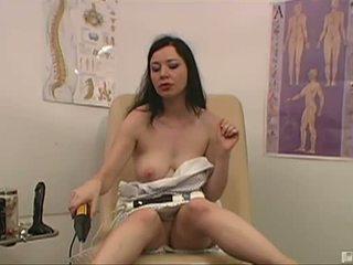Anastasia visits ένα dr του dildonics επειδή αυτή είναι afraid ότι ο voices σε αυτήν κεφάλι θα λαμβάνουν αυτήν orgasms μακριά αυτός s confident ότι αυτός μπορώ βοήθεια αυτήν με ένα healthy dose του ο thrill hammer παρακολουθείστε ως αυτήν μουνί gets γαμημένος/η με ένα mechanical miracle ότι chang