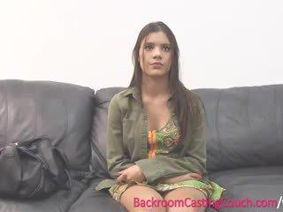 Nastolatka insemination na casting kanapa