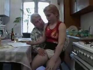 Sb3 viņa knows ko līdz gaidīt kad vectēvs gives viņai a