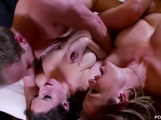 Pornfidelity- angela baltie un kelly madison nokļūt showered uz četri cumshots!