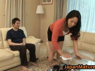 Chaud asiatique milf avec grand seins