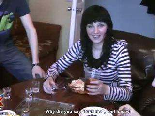 Sexy ragazze succhiare cazzo e cazzo a un festa video