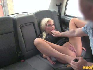 Driver i kapuri wanking në të mbathura - porno video 961
