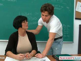 Матуся в окуляри shay fox ебать в клас