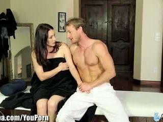 Curvy milfka rayveness okašľané do jebanie masseur
