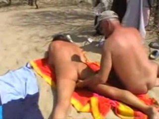 Michel steuve meztelen tovább a tengerpart