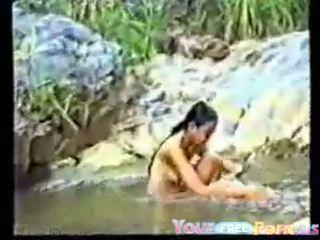 Graziosa vietnamita giovanissima