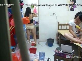 Peeping kinesiska universitet dormitory och bathroom.2