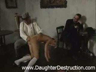 Paauglys dukra pažeminimas