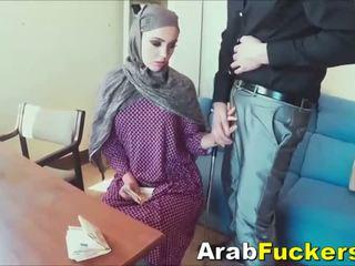 Arab chica buscando para trabajo engañada en follando