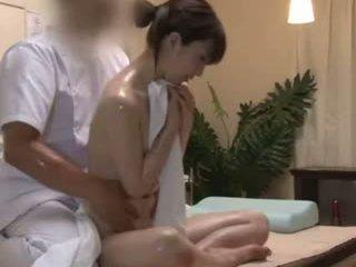Spycam reluctant teengirl seduced โดย masseur