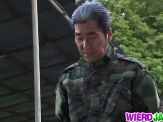 Wierd japon: japonais milf got tied jusqu'à et tortured nu