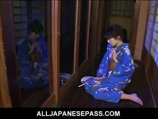 Mai satsuki gets nóng và bothered serving tea đến sừng