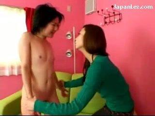 Asiatique fille avec aucun seins getting son tétons tortured slapped à visage salive à bouche