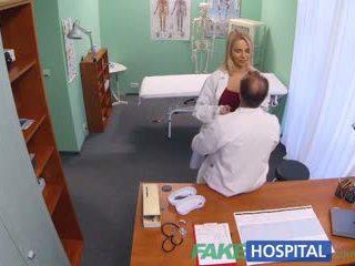 Fakehospital nový zdravotní sestra takes double připojenými opčními výstřel od nadržený lékař