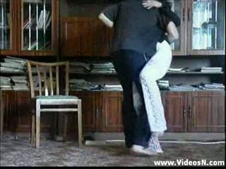 Μητέρα undresses infront του γιός