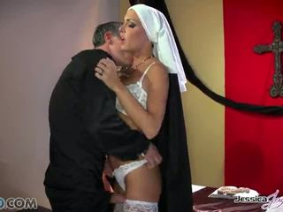 熱 nuns jessica jaymes 和 nikki benz