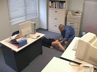 Zadrogirani in used pri pisarna video