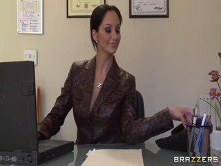 बड़ा titted secretaries pics