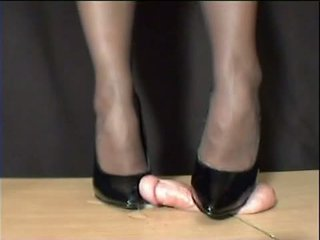 Ljubica arletta crushed v črno stilettos